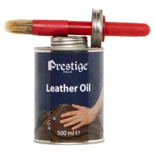 Prestige Läderolja, är Prestiges egen framtagna olja för användning på sadlar och träns. Prestiges läderolja är lättflytande och en behändig pensel sitter i locket på burken