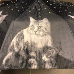 Paraply med kattmotiv och bling snyggaste paraplyet för alla kattälskare.